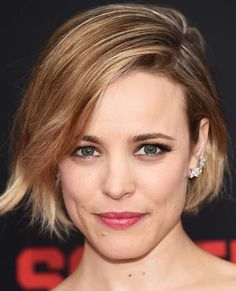Ashley Benson's Pink Eye Makeup, And More Celebrity Beauty Looks We Loved This Week, Rachel McAdams looks stunning with her casual yet cool bob and glossy pink lips Pensez à new york fameuse « tiny costume noire Celebrity Hairstyles, Hairstyles Haircuts, Casual Hairstyles, Pixie Haircuts, Latest Hairstyles, Weave Hairstyles, My Hairstyle, Pretty Hairstyles, Inspo Cheveux
