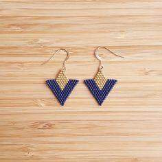 Items similar to BO Tika grey gold plated Miyuki beads sewn hand on Etsy Seed Bead Crafts, Seed Bead Jewelry, Bead Jewellery, Seed Bead Earrings, Blue Earrings, Beaded Earrings Patterns, Beading Patterns, Miyuki Beads, Brick Stitch Earrings