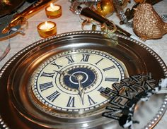 Just photocopy 4 diff clock faces and put them under a glass plate      {New Year's table}