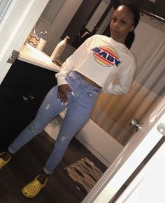 outfits with cream vans Chill Outfits, Dope Outfits, Outfits For Teens, Trendy Outfits, Crocs Fashion, Teen Fashion, Fashion Outfits, Dress Outfits, Winter Outfits