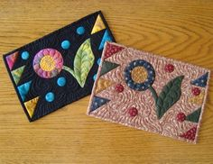 The Vintage Flower Mug Rug is a fun little project with free applique patterns for a simple flower, stem, and leaf. Made in muted colors, this mug rug pattern has the feeling of primitive quilt patterns, but you can also make it in bolder colors. Free Applique Patterns, Mug Rug Patterns, Applique Quilts, Sewing Appliques, Purse Patterns, Wool Applique, Mug Rug Tutorial, Applique Tutorial, Fabric Postcards
