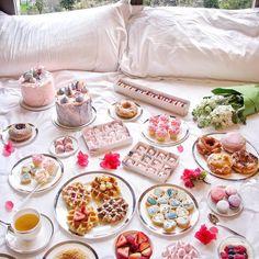 Breakfast table setting picnics Ideas for 2019 Breakfast Table Setting, Breakfast In Bed, Breakfast Buffet, Cute Food, Yummy Food, Tara Milk Tea, Food Set Up, Nectar And Stone, Brunch
