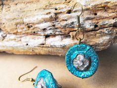 Acorn earrings, acorn jewellery, dark blue earrings, organic earrings, sparkling jewelry, sparkly earrings, glitter earrings, metalic blue de FamDdaear en Etsy