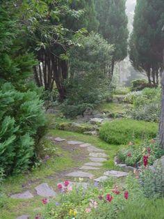 Findhorn Garten - Ein Garten, geschaffen auf scheinbar unfruchtbarem Land. Im Dialog mit der Natur entstand ein Garten Eden. Lerne im Findhorn college http://www.findhorn.org/deutsch/ ....... Findhorn park, scotland. A garden created on seemingly barren land. In dialogue with nature, a garden of eden was created. ..... http://de.wikipedia.org/wiki/Findhorn_Foundation