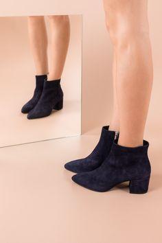 Outback Ugg Boots Mini Button Premium Sheepskin (Black)