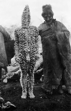 The Lost Tribes of Tierra del Fuego: Rare and Haunting Photos of Selk'nam People Posing With Their Traditional Body-Painting ~ vintage everyday Anima And Animus, Jungle Life, The Doors Of Perception, Famous Pictures, Haunting Photos, People Poses, Tribal People, Aliens, Bizarre