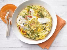 Schnelles Rezept: Zucchini-Kartoffel-Gemüse-Tortilla mit Paprika | Kalorien: 335 Kcal - Zeit: 20 Min. | http://eatsmarter.de/rezepte/kartoffel-gemuese-tortilla
