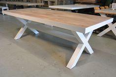 Prachtige stoere tafel van eikenhouten met witte rand en witte kruispoten. Alle maten en kleuren mogelijk!