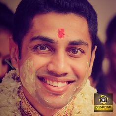 #groom #wedding #gujarat #indianwedding #prakhar #vadodara #baroda #gujaratiwedding #candid #haldi #smile #canon #eos6d