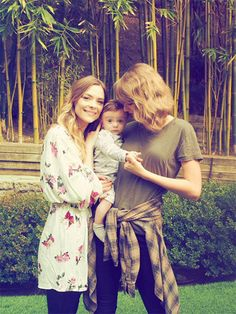 Jaime King & Taylor Swift Celebrate Leo Thames Turning 6 Months Old!: Photo Jaime King celebrated her son Leo Thames turning six months old with his godmother Taylor Swift on Saturday (January The Hart of Dixie actress posted a photo… Estilo Taylor Swift, Selena And Taylor, Taylor Swift Style, Taylor Alison Swift, Jamie King, Ethel Kennedy, Taylor Swift Pictures, Look At You, Celebs