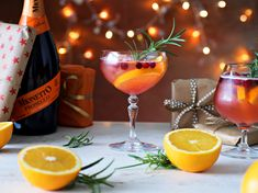 Joulundrinkki - Raikas spritz-drinkki jouluun | Hartwall Mionetto Prosecco, Lassi, Alcoholic Drinks, Wine, Food, Christmas Things, Recipes, Essen, Liquor Drinks