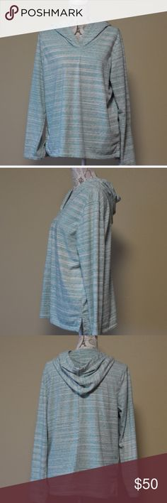 """GAP Space Dye Turquoise Hooded Pullover.  R Length: 25"""" front 26 1/2"""" Back shoulder to hem Bust: 23"""" flat across, Sleeve: 24"""" shoulder to wrist. Defects: None Condition: Excellent  Model Lucy Shoulders 30"""" Bust 35"""" Waist 28"""" Hips 35.5"""" 🚫smoke 🏡 with 🐈🐩. GAP Tops Sweatshirts & Hoodies"""