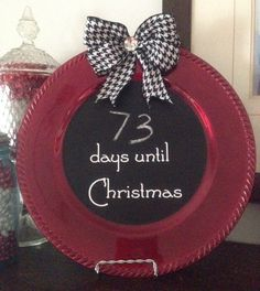 CHRISTMAS COUNTDOWN CHALKBOARD PLATE. Easy to make and fun to use. Colored charger plate from Walmart or Dollar Store & chalkboard paint. You could use vinyl press-on stencils for the lettering.