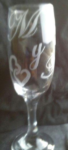 Copa de champagne con iniciales