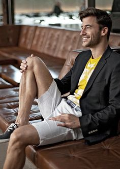 Wondering how to change up your wardrobe this spring? Throw a blazer over a graphic tee and a pair of crisp shorts for this classy yet comfortable look.