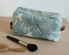 tuto lined toiletry bag - Louise Magazine Sewing Hacks, Sewing Tutorials, Sewing Tips, Tutorial Sewing, Couture Sewing, Love Sewing, Sewing Projects For Beginners, Toiletry Bag, Sewing Patterns Free