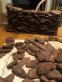 Bark nuggets as stone for drystone wall. Can be spray painted. Bark nuggets as stone for drystone wall. Can be spray painted. Miniature Fairy Gardens, Miniature Houses, Miniature Dolls, Christmas Village Display, Christmas Villages, Dollhouse Kits, Dollhouse Miniatures, Mexico Christmas, Dry Stone