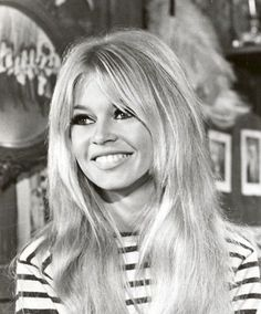 Queen babe Brigit Bardot / stripes and a great smile of course