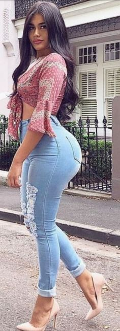 let's take a look twice to this huge collection of 40 beautiful jeans girls looking so attractive and seductive. These are the beautiful women in jeans photos just for you. Jeans Tumblr, Sexy Women, Sexy Jeans, Girls Jeans, Jeans Women, Swagg, Looking For Women, Hot Girls, How To Wear