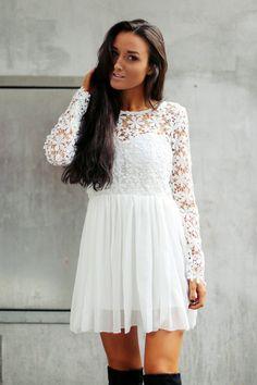Köp New Daisy Dress hos D.M. Retro