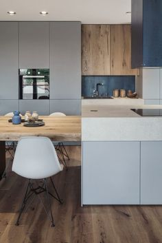 Design-Forward City Apartment Mixes Materials and Textures Grey Kitchen Designs, Modern Kitchen Design, Modern House Design, City Apartment, Kitchen Colour Schemes, Kitchen Cabinet Design, Wooden Kitchen, Kitchen Styling, Kitchen Furniture