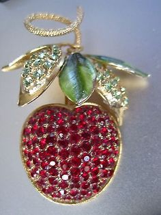 STUNNING-VINTAGE-HOBE-SIGNED-RED-CHERRY-APPLE-BROOCH-PIN