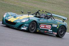 La Lotus sembra perfettamente a suo agio e...anche il suo pilota!