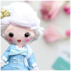 Marie Antoinette art doll  – Whisper of the Pipit.  www.whisperofthepipit.com www.whisperofthepipit.etsy.com