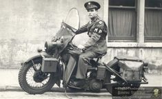 Vintage Motorcycles Riding Vintage: The US Military Police and Their Harley-Davidson Motorcycles Military Police Army, Military Art, Military Life, Harley Davidson Wla, Harley Davidson Motorcycles, Hd Motorcycles, Vintage Motorcycles, Vintage Bikes, Custom Street Bikes