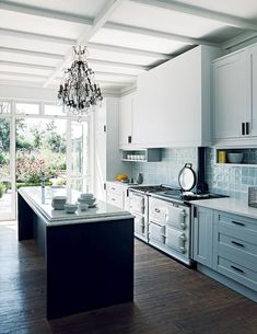 Johannesburg dream kitchen flooded with natural light designed by Jvr architects & interiors Old Kitchen, Kitchen Decor, Kitchen Ideas, Interior Design Process, Plank Flooring, Maine House, Interior Decorating, New Homes, Kitchens
