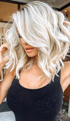 Top 20 Short Blonde Hair Color Ideas for a Chic Look in 2019 - Page 9 of 19 - womenselegance.hairstyles for medium length hair;hairstyles for thin hair;hairstyles for short hair;hairstyles for curly hair; Thin Hair Styles For Women, Curly Hair Styles, Blonde Balayage, Icy Blonde, White Blonde Hair, Short Platinum Blonde Hair, Short Blonde Curly Hair, Short White Hair, Black Hair