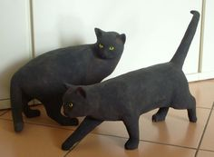 Pottery cat sculptures by Grazia Sarcina