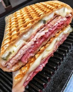 Cheesy italian panini - December 29 2018 at - and Inspiration - Yummy Fatty Meals - Comfort Foods Recipe Ideas - And Kitchen Motivation - Delicious Steaks - Food Addiction Pictures - Decadent Lifestyle Choices Think Food, I Love Food, Good Food, Yummy Food, Comida Disney, Homemade Ham, Sleepover Food, Food Goals, Aesthetic Food