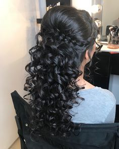 CREDIT: Check out our planning guide that is full of other Half up Half down Quinceañera Hairstyles! Hairstyle half up half down Pakistani Wedding Hairstyles, Braided Hairstyles For Wedding, Bride Hairstyles, Curled Hairstyles, Bridesmaid Hairstyles, Simple Hairstyles, Short Hairstyles, Party Hairstyles, Pakistani Bridal