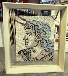 Mosaico sospeso in cornice a coltello (altezza 8.5 cm) In legno di tiglio