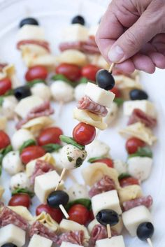 Delicious ingredients all together in one little appetizer skewer. These Antipasto Skewers are a super easy, make-ahead, grab-and-go party snack! Cold Party Appetizers, Skewer Appetizers, Fingerfood Party, Snacks Für Party, Appetizers For Party, Appetizer Recipes, Easy Make Ahead Appetizers, Italian Food Appetizers, Party Food Recipes
