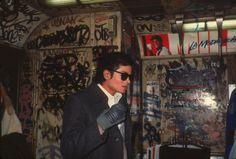 """reinopin: """"Bad"""" - so lautete der Titel von Michel Jacksons Soloalbum aus dem Jahr 1987. Es geht um """"schlechte Nachbarschaft"""". Martin Scorsese drehte das Video dazu. Es handelt von einem New Yorker Jungen, der von einer teuren Privatschule zu seiner Gang in seinem alten heruntergekommenen Stadtteil zurückkehrt. Für den Dreh stieg Jackson im November 1986 selbst in eine New Yorker U-Bahn."""