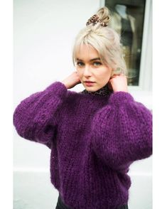 Womens chunky jumper violet House Beautiful beautiful color of house Cozy Sweaters, Sweaters For Women, Raglan Pullover, Gros Pull Mohair, Look Boho Chic, Chunky Knitwear, Chunky Knit Jumper, Mohair Sweater, Mohair Yarn