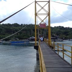 this iconic yellow bridge that connect nusa lembongan and nusa ceningan has collapsed sunday september 16th, 2016.  #nusalembongan #nusaceningan