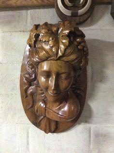 Antieke houten kop van dame .... Te koop bij Medussa Heist op den berg