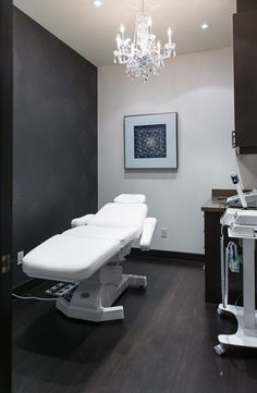 Patient room at Avenue Plastic Surgery