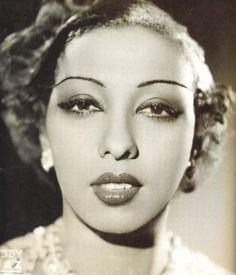 Josephine Baker was the first African American female to star in a motion picture, to integrate an American concert hall, and to become a world-famous entertainer. Josephine Baker, Vintage Black Glamour, Vintage Beauty, Vintage Makeup, Vintage Vanity, Belle Epoque, Women In History, Black History, Ancient History