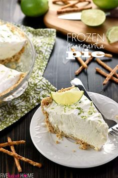 No-Bake Frozen Margarita Pie ~ cool and creamy, with a salty-sweet pretzel crust and a frosty filling flavored with fresh lime juice, tequila, and triple sec.or leave out the liquor and boost… Margarita Pie, Margarita Recipes, Frozen Desserts, Just Desserts, Mexican Desserts, Yummy Treats, Sweet Treats, Frozen Margaritas, Recipes