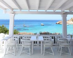 I love to share this new beach club with you, called Cotton Beach Club. The color white dominates in the interior (100% cotton ofcourse) and...