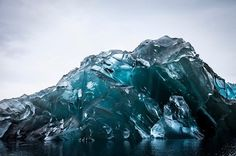 This Is What An Upside-Down Iceberg Looks Like - http://car-trucks-auto.advices4all.eu/this-is-what-an-upside-down-iceberg-looks-like/