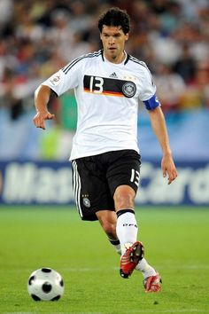Michael Ballack, (retired), stints with Chelsea and Bayern Munich, central midfielder, German national team. Chelsea Football Team, Germany Football Team, Best Football Players, Soccer Players, Soccer World, World Football, Football Soccer, Michael Ballack, Real Madrid