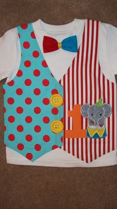 Bright and colorful fabrics are used on this vest for boys. Birthday number of your choice and cute little circus lion embroidered applique. Birthday Box, Carnival Birthday, 2nd Birthday Parties, Yellow Birthday, Clown Party, Circus Theme Party, Gouts Et Couleurs, Carnival Themes, Carnival Parties