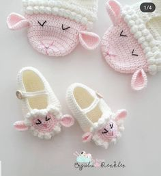 Crochet baby booties are among the most popular handcrafted projects they are cute and beautiful well there are 16 free booties to choose salvabrani – Artofit Booties Crochet, Crochet Baby Boots, Crochet Shoes, Crochet Slippers, Baby Booties, Crochet Teddy, Crochet Patterns Amigurumi, Cute Crochet, Baby Shoes Pattern
