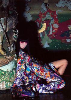 山口小夜子  [sayoko yamaguchi, 1949-2007]  A legendary Japanese model.