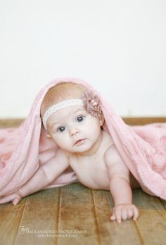 Baby photography - I have the other kids in this pose, so I should stage A like this, too!